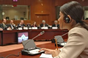 難度の高い会議通訳が得意(契約交渉会議、戦略会議など)